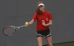 Roe Wins 1 Singles at Kingman Tennis Tourney