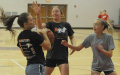 Zoeller Impressed With Girls at Hoops Camp